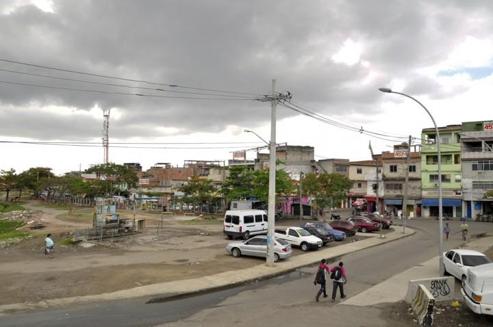 Davi Marcos-Imagens do Povo-Entrada da Vila do Pinheiro vista da Passarela da Linha Amarela