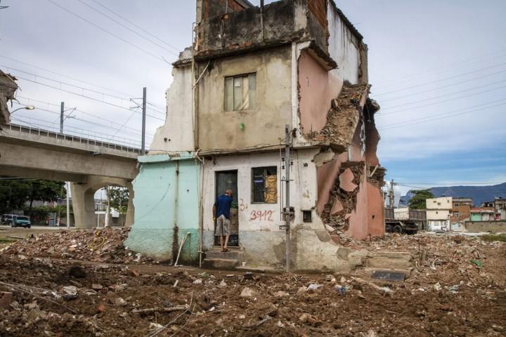 Luta pela moradia na Comunidade Beira Rio, em Manguinhos. Rio de Janeiro, 2013 - Luiz Baltar